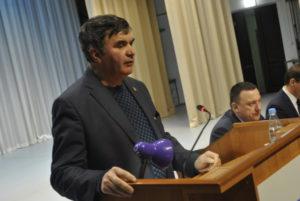 Михаил Бураев по своей традиции напомнил всем присутствующим о демографической ситуации в городе