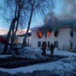 В Карпинск вновь горит злосчастный дом на ул. Колхозной. Видео
