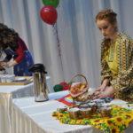 Девушки приготовили для конкурса настоящие произведения кулинарного искусства