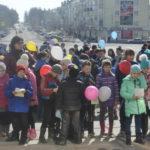 К запуску шаров подключились и младшие классы из разных школ города