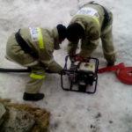 Сотрудники ПСЧ проверили состояние и готовность мотопомпы