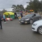 Сотрудники ГИБДД регулировали движение на парковке