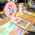 Здесь же была выставка детских рисунков в честь православного праздника Красная Горка