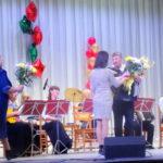 С цветами на концерт пришли многие