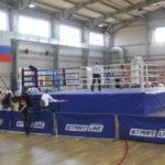 Бокс - контактный вид спорта, единоборство, в котором спортсмены наносят друг другу удары кулаками в специальных перчатках