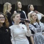 Выпускники читали трогательные стихи о школе