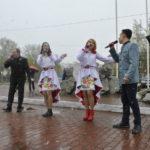 На импровизированной сцене выступили взрослые артисты ГДК