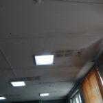 На потолке - черные пятна