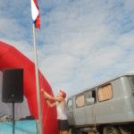 Поднять флаг удостоился победитель прошлого года Евгений Марков. Он же пришел к финишу первым и в этом году