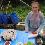Для участников марафона была приготовлена еда: орехи, изюм, курага