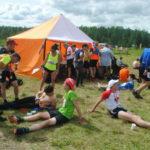 Спортсмены отдыхают после 42-километровой пробежки