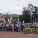 """На площади стоит памятный знак с надписью """"Флот не подведет"""""""