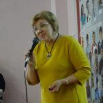 С напутственным словом выступает директор школы №2 Людмила Гаузер