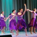 """У этих девочек уже свои дети. А как танцуют!...Фото: Татьяна Шарафиева, """"Вечерний Карпинск"""""""