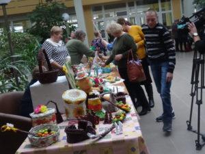 Члены общества инвалидов регулярно проводят выставки своих работ в ГДК