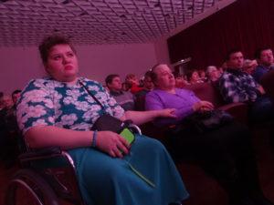 Первые ряды зрительного зала занимали члены общества инвалидов