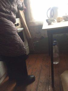 """В этой квартире люди живут. Но называют они свою жизнь - выживанием... Фото: Дина Сударева, """"Вечерний Кварпинск"""""""