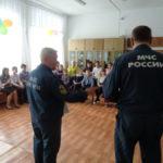 Спасатели пообщались с учениками карпинской школы-интерната