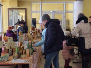 """На всех избирательных участках работали продуктовые лавки. Фото: Дина Сударева, """"Вечерний Карпинск"""""""