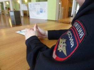 """На каждом участке дежурил полицейский. Фото: Дина Сударева, """"Вечерний Карпинск"""""""