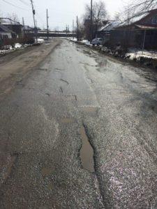 Улица Чайковского практически первая, куда попадают автомобилисты, заехавшие в город.
