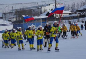 На хоккейном поле между собой соревновались четыре команды. Два карпинских «Спутника»: 2005 и 2006 годов рождения, краснотурьинский «Маяк» и команда «Старт» из Нижней Туры