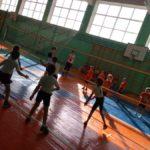 Детсадовцы Карпинска играли в пионербол