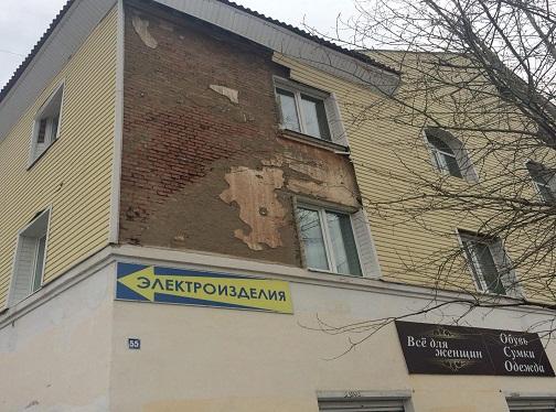 """Так фасад дома выглядит сегодня. Фото: Дина Сударева, """"Вечерний Карпинск"""""""