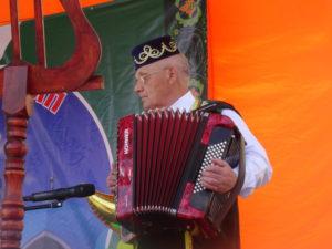 Весь день на сцене выступали татарские народные коллективы