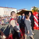 Руководство города встречало выпускников