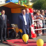 Глава города,председатель городской Думы и начальник отдела образования – награждали выпускников