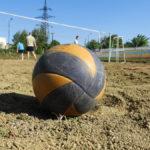 На территории спортивно-оздоровительного комплекса прошли соревнования по пляжному волейболу